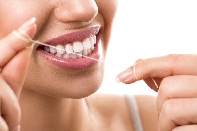 Ața dentară, ce este și la ce se folosește?
